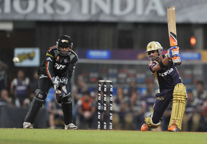 Manoj Tiwary plays a shot as Robin Uthappa looks on during the IPL Twenty20 match between Pune Warriors India and Kolkata Knight Riders at the DY Patil Stadium on the outskirts of Mumbai. (AFP Photo)