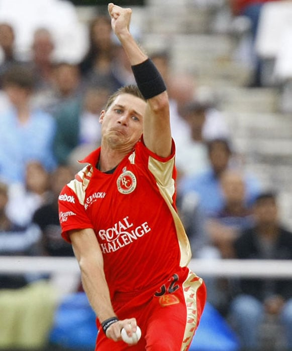 <b>Dale Steyn</b><br><br> The premier speedster in the world today. Steyn's ability to swing the ball both ways at express pace makes him virtually unplayable on most occasions.<br><br> Yet to demonstrate his best in the IPL, Steyn will be a must buy for many teams looking to bolster their pace attack.