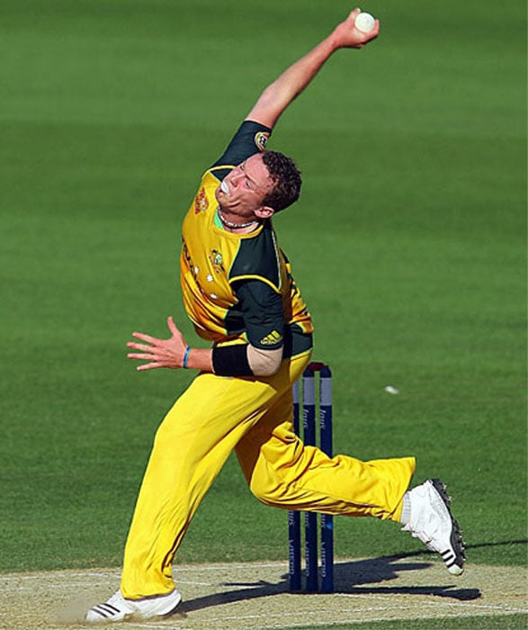 Peter Siddle<br><br>Team: Australia<br><br>Base Price: $200,000<br><br>Nicknamed Vicious, this Australian pacer justifies the name with his performance and on-field attitude. His Test performance his definitely better than his ODI and T20 show, Siddle remains a potent weapon in all three formats. And though he sustained a back injury early in his career, Siddle is one bowler who can rip the opposition apart when he fit and firing.