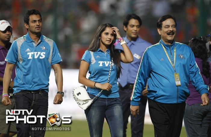 Pune Warriors team owner Subrata Roy walks with Pakistani cricketer Shoaib Malik and his wife, Indian tennis player Sania Mirza before the start of the IPL match between Pune Warriors and Royal Challengers Bangalore in Bangalore. (AP Photo)