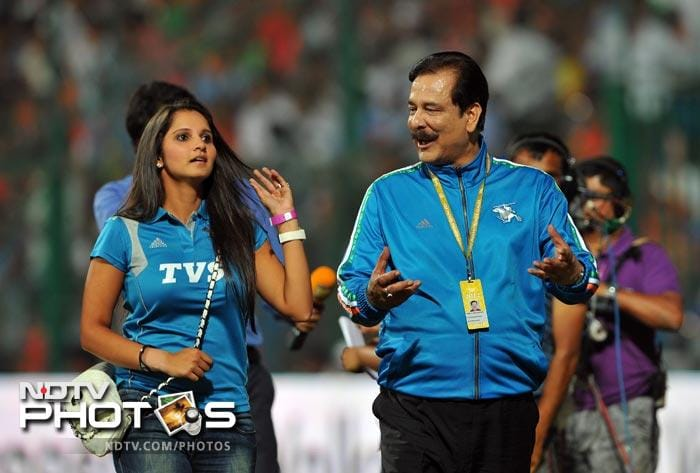 Sahara Force India formula car racing team, Pune Warriors team owner Subrata Roy Sahara and Indian tennis player Sania Mirza walk back to the stands prior to the start of the IPL Twenty20 match between Royal Challengers Bangalore and Pune Warriors at the M. Chinnaswamy Stadium in Bangalore. (AFP Photo)