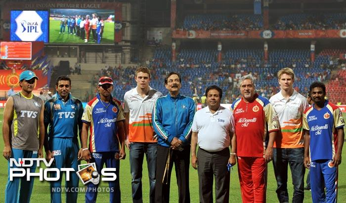 Cricketers Sourav Ganguly, Robin Uttappa, Tilakaratne Dilshan, Sahara Force India driver Paul di Resta, owner of Sahara Group of companies and Pune Warriors owner Subrata Roy Sahara, IPL chairman Rajiv Shukla, UB Group Chairman and owner of RCB team Vijay Mallya, Sahara Force India driver Nico Hulkenberg and cricketer Muttiah Muralidaran pose for a photograph prior to the IPL Twenty20 cricket match between Royal Challengers Bangalore and Pune Warriors at the M. Chinnaswamy Stadium in Bangalore. (AFP Photo)