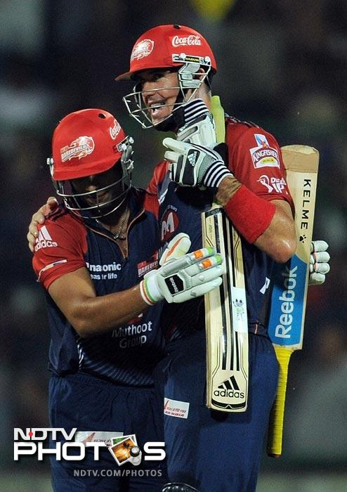 Kevin Pietersen is congratulated by teammate Yogesh Nagar during the IPL Twenty20 match between Deccan Chargers and Delhi Daredevils at the Feroz Shah Kotla stadium in New Delhi. (AFP Photo)