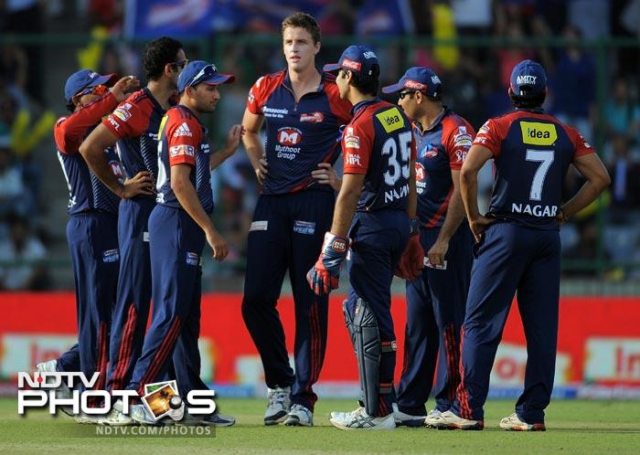 Morne Morkel celebrates with teammates after taking the wicket of Dale Steyn during the IPL Twenty20 match between Deccan Chargers and Delhi Daredevils at the Feroz Shah Kotla stadium in New Delhi. (AFP Photo)