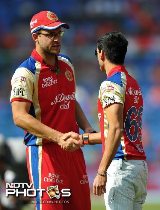 Owner of Royal Challengers Bangalore Siddharth Mallya shakes hands with team captain Daniel Vettori prior to the IPL Twenty20 match between Royal Challengers Bangalore and Kolkata Knight Riders at the M. Chinnaswamy Stadium in Bangalore. (AFP Photo)