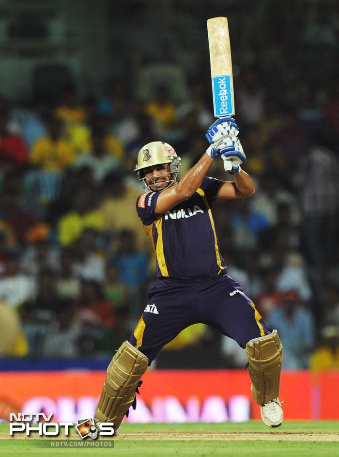 After the early dismissal, it was all Kolkata as Manvinder Bisla was joined by a cool and calm Jacques Kallis. Manvinder Bisla proved his mettle as he scored briskly off all bowlers. (AFP PHOTO/ Manjunath KIRAN)