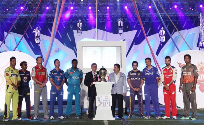 Captains of 9 teams of IPL 6 standing with their heads held high after signing the pledge.(BCCI Image)