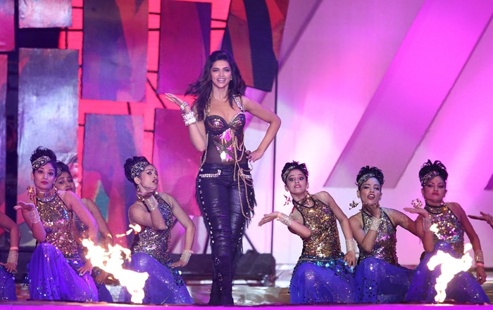 Trained classical dancer Deepika Padukone perofmrs western form of dance with equal energy and enthusiasm(BCCI Image)