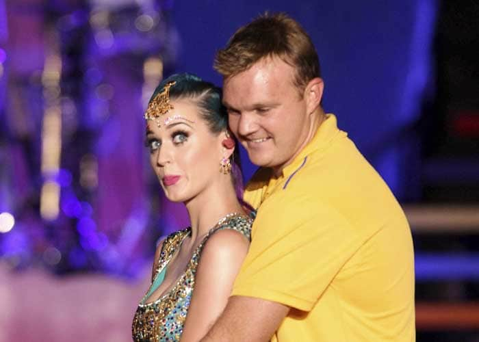 Players like cricketer Doug Bollinger of Chennai Super Kings couldn't keep to their seats and the Australian is seen here, showing Katy how to bat. (AFP image)
