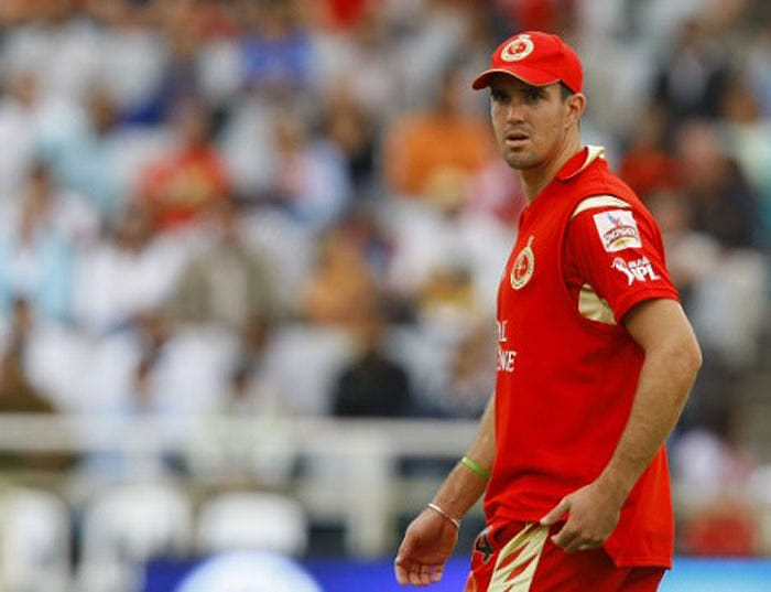 Kevin Pietersen sold to Deccan Chargers for $650,000.