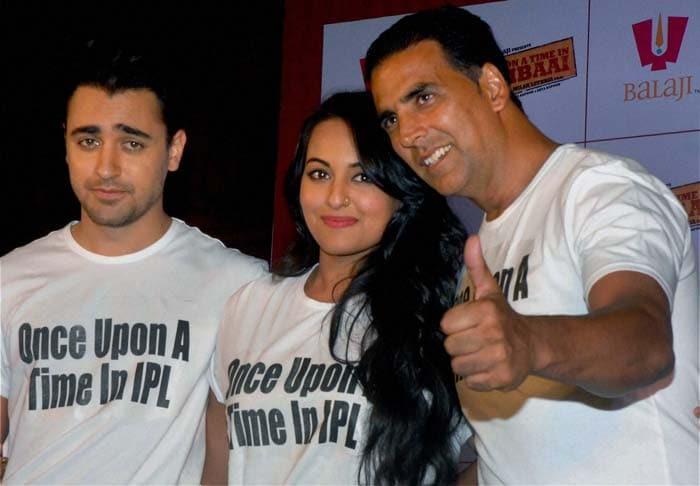 The celebs were seen having a good time as Bollywood stars Akshay Kumar, Sonakshi Sinha and Imran Khan join the KKR bandwagon. (PTI image)