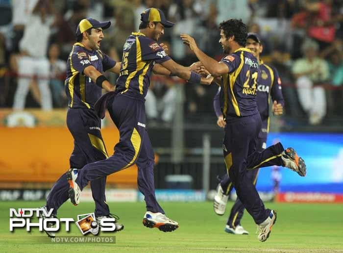 Kolkata Knight Riders sealed their place in the final of the Indian Premier League with an 18 run win over the Delhi Daredevils thanks to a team effort where everyone chipped in. (AFP PHOTOS)