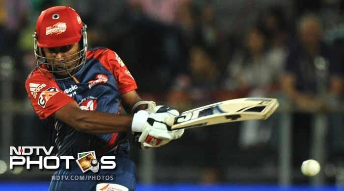 Mahela Jayawardene hit 40 runs and in the company of Naman Ojha kept Delhi in the hunt for a final berth. (AFP PHOTOS)