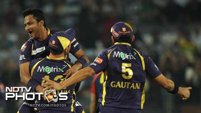 Ultimately however the combinatiuon of Sunil Narine, Shakib Al Hasan, Balaji and Kallis proved too much for the Daredevils who ended up at 144/8. Kolkata are through to the final while Delhi get another chance to redeem themselves in the second Qualifier on Friday. (AFP PHOTOS)