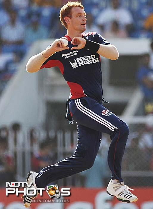 <b>Andrew McDonald: Delhi to Bangalore</b> Royal Challengers Bangalore (RCB) signed Australia allrounder Andrew McDonald for US$100,000 from Delhi Daredevils, who used his services during the 2011 IPL season only once.