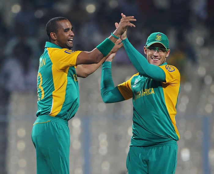 Robin Peterson of South Africa celebrates the wicket of Gary Wilson of Ireland with Francois du Plessis. (Getty Images)