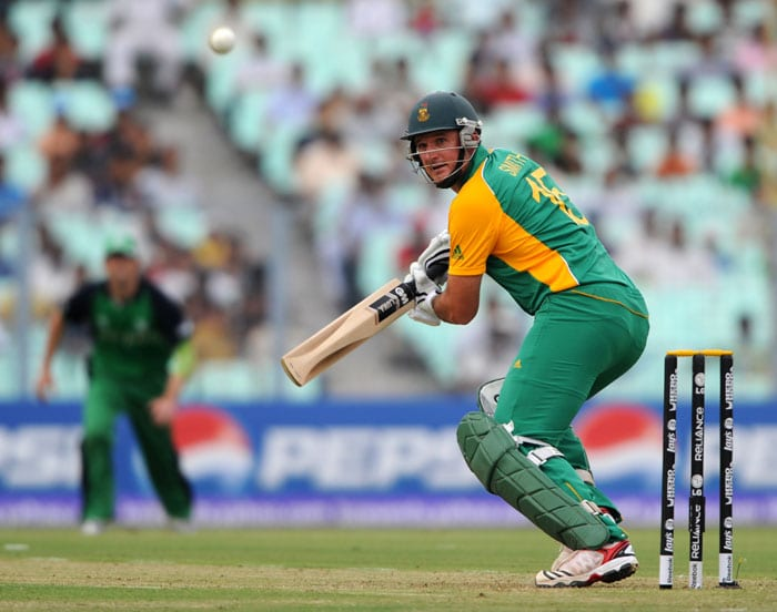 South African batsman Graeme Smith plays a shot during the Group B match 34 between South Africa and Ireland. (AFP Photo)