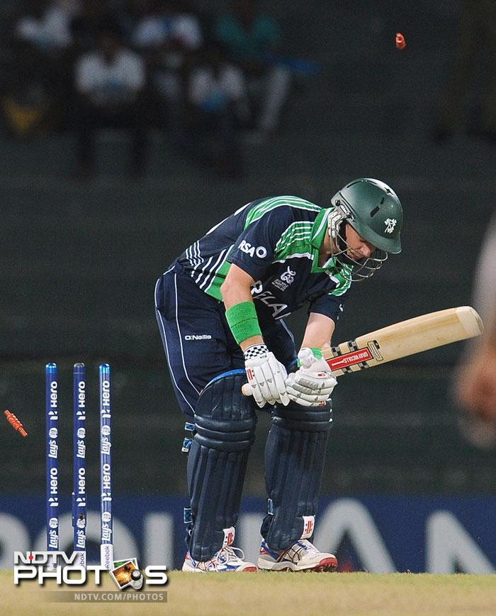 West Indies had the perfect start as Fidel Edwards bowled the skipper William Porterfield. The Irish skipper had a disastrous World T20, although he hardly had any chance to prove himself. While he got out the first ball here, against Australia he departed on the second.