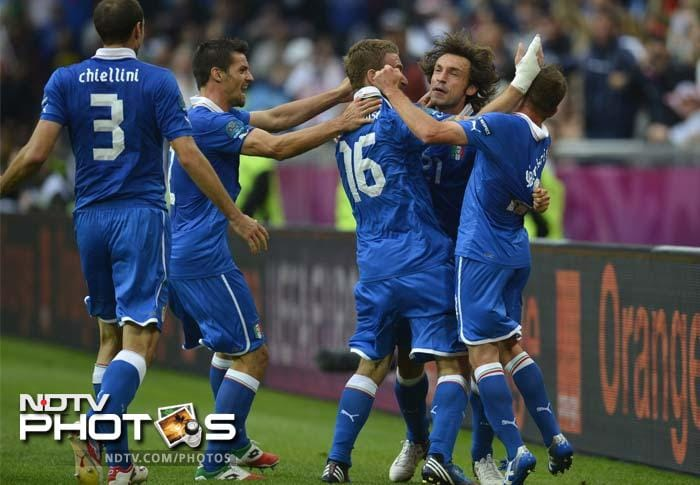 Italy midfielder Andrea Pirlo celebrates with teammates after scoring against Croatia. (AFP Photo)