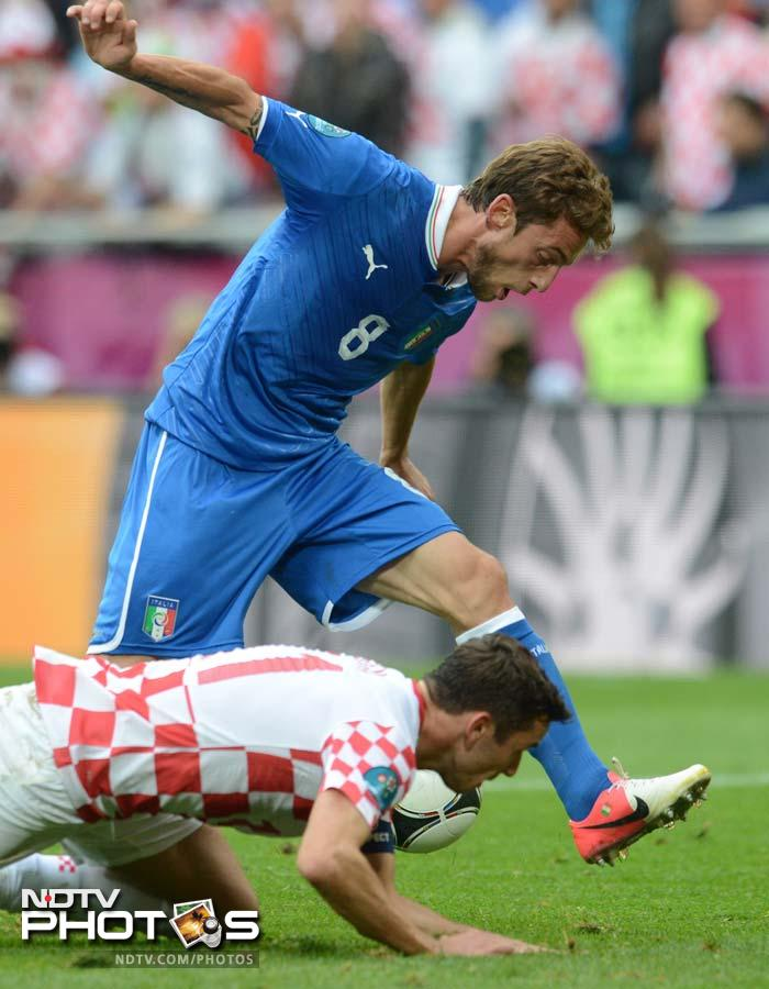 Claudio Marchisio tried hard to score for Italy but Croatian goalkeeper Stipe Pletikosa kept him out with a double save. (AFP Photo)