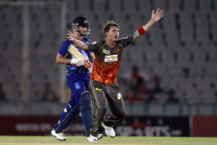 Dale Steyn got Sunrisers an early wicket.
