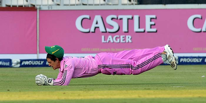 De Kock took a brilliant catch to get rid of Dhawan.