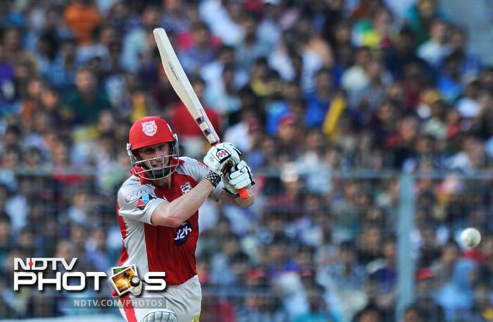 Mandeep partnered David Hussey (in pic) and the two managed to restore the innings to some extent before their respective dismissals. (AFP PHOTO/Dibyangshu SARKAR)