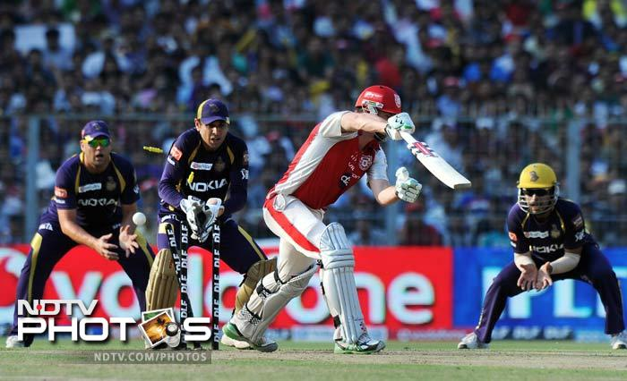 He was impressive in the previous match but Shaun Marsh could not do much as he was removed by Naraine on 1. (AFP PHOTO/Dibyangshu SARKAR)