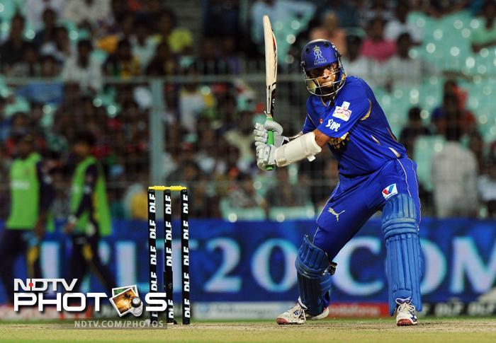 Rajasthan Royals batsman Rahul Dravid plays a shot during the IPL Twenty20 cricket match against Kolkata Knight Riders at the Eden Gardens in Kolkata. (AFP PHOTO/Dibyangshu SARKAR)