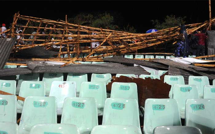 Part of the Eden Gardens stadium collapsed, reportedly due to thunderstorm and heavy rainfall. (AFP PHOTO/DIBYANGSHU SARKAR)