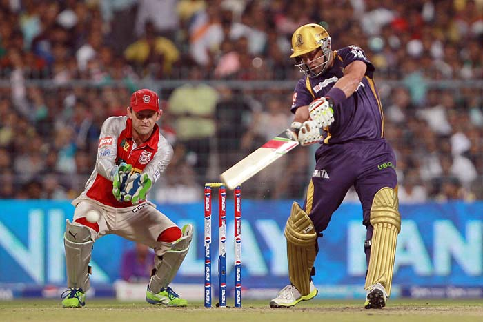 Jacques Kallis transferred his good form with the ball to the batting crease as well, consolidating the innings along with Manvinder Bisla and sharing 66 runs for the third wicket. Kallis' 37 came in 33 balls and was laced with 6 hits to the fence. Laying the foundation for the run-chase helped him secure the man-of-the-match award as well.