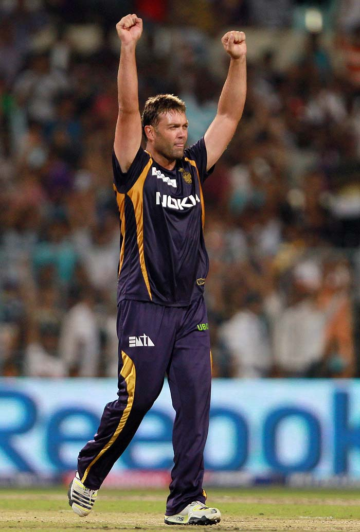 Jacques Kallis was the best of the Kolkata bowlers on the day, giving away just 14 runs in his 4 overs and picking up important wickets of Mandeep Singh (25) and David Hussey (21).