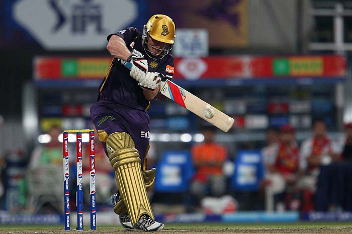 Once Kallis departed, it was Eoin Morgan, who showcased his skills as an unorthodox and dangerous batsman, hammering 42 runs in just 26 balls. Morgan shared a quickfire 72-run stand with Bisla, hastening the completion of the run chase.