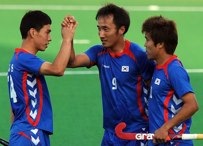 South Korean hockey player Yoon Sung Hoon (C) celebrates with teammates after scoring a goal against Canada during their World Cup 2010 match at the Major Dhyan Chand Stadium in New Delhi. (AFP Photo)