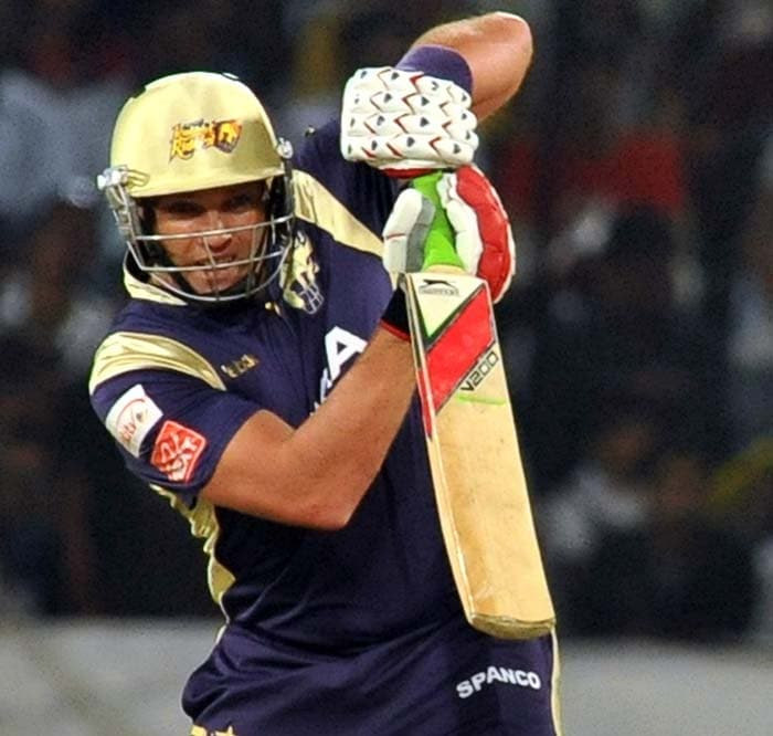 The chase began well for the Knight Riders as Jaques Kallis looked hungry for runs after a few missed opportunities previously.