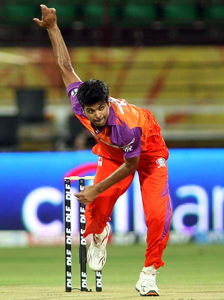 Kochi Tuskers Kerala's RP Singh opens the bowling and that too very well, against Deccan Chargers during an Indian Premier League cricket match in Kochi. (AFP Photo)
