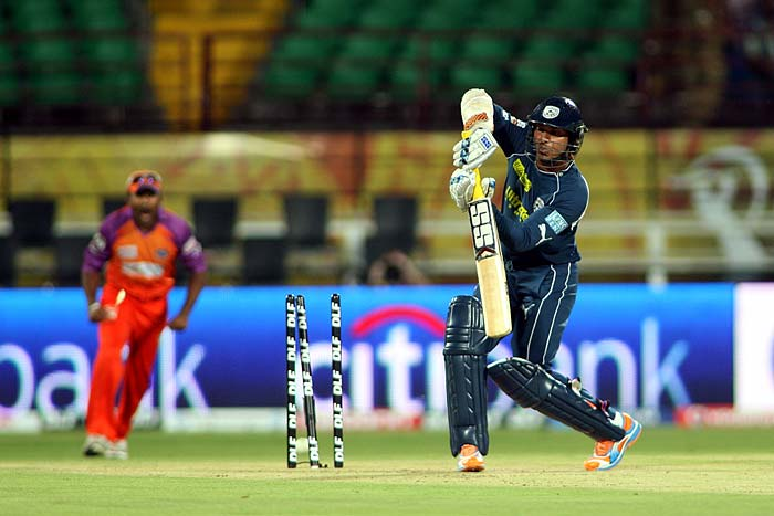 Kochi Tuskers Kerala bowler Sreesanth bowls out Deccan Chargers skipper Kumar Sangakkara but the joy is short lived as the umpire rules it a no ball, in the Indian Premier League match at Kochi. (AFP Photo)