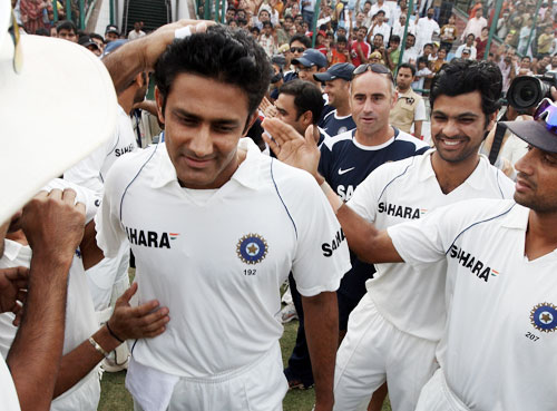 India cricketers give an ovation to skipper Anil Kumble on his announcement of his retirement from Test cricket with immediate effect during the fifth and final day of the third Test match between India and Australia in New Delhi.