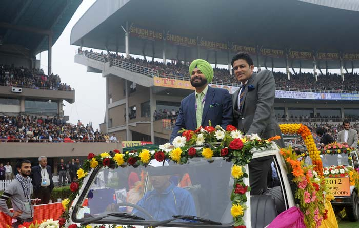 Navjot Singh Sidhu and Anil Kumble share a jeep ride as the jam-packed stadium gave them a loud cheer. (Image courtesy: BCCI)