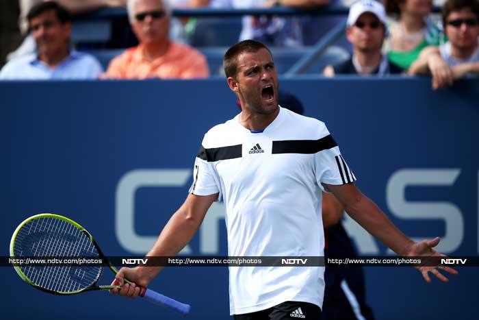 In a thrilling five-set match, Russian 21st seed Mikhail Youzhny beat former world no.1 6-3, 3-6, 6-7 (3/7), 6-4, 7-5 Lleyton Hewitt in the fourth round.