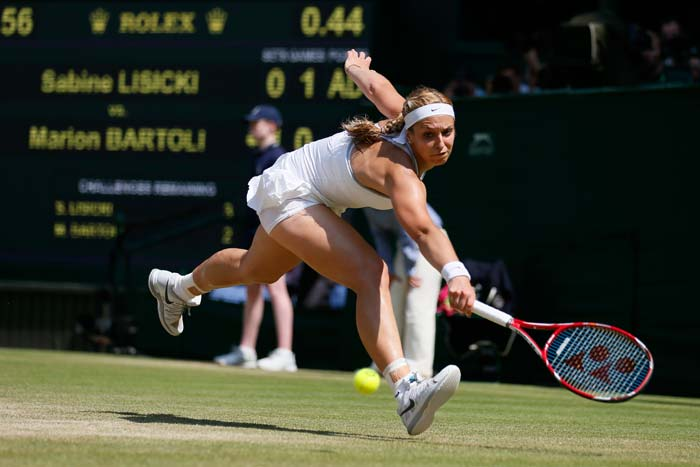 The 23rd seed crowd favourite could only show glimpses of her fighting game in the second set that got the better of Serena in the last-8 tie. Most of the time, she was playing catch up to the dominant Bartoli.