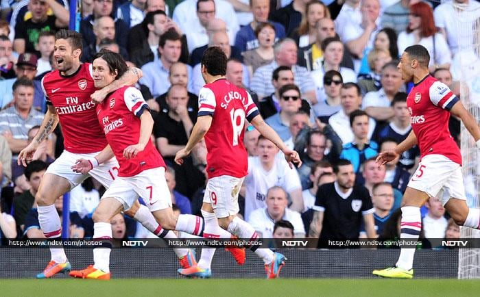 Tomas Rosicky fired Arsenal back into the Premier League title race as the Czech midfielder's quick-fire strike clinched a crucial 1-0 win over north London rivals Tottenham.