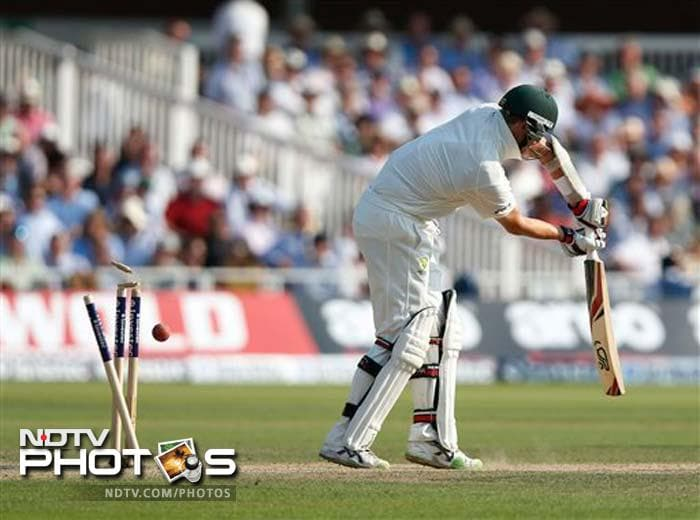 Peter Siddle scored a fighting 18 before he was bowled by James Anderson's off-cutter.
