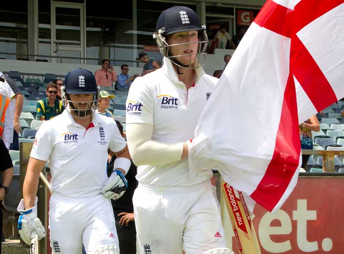 With England five down and needing another 253 to win, Ben Stokes and Matt Prior strode out with a purpose and defied the Aussie bowlers for some time.