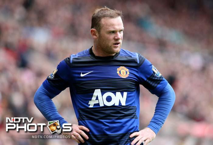 Wayne Rooney's early goal in the 20th minute seemed to have been enough for United to add to their record 19 league titles but a late fightback from City turned things around.