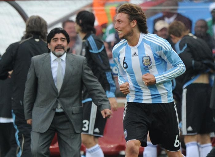 The campaign started on a positive note for the 'Albiceleste' as they managed to beat Nigeria in their opening fixture by a solitary goal.<br><br> Maradona was upbeat about his team's chances and when Gabriel Heinze (seen in the pic with Maradona) headed home from close range, the Argentine coach was not only happy but he also had some pearls of wisdom to give to the goal scorer.