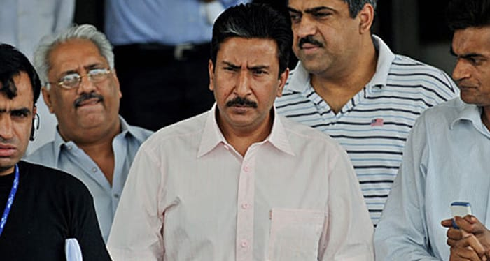 In 1995, Aussie cricketers Shane Warne, Tim May and Mark Waugh alleged that then Pakistan captain Salim Malik had offered them 1,30,000 pounds each and asked them to under perform and lose the Karachi Test in 1994. It was because of these allegations that Malik's request to become the head coach of Pakistan cricket team was rejected by PCB.