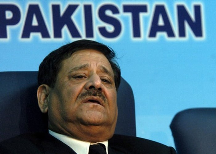In 1998, Pakistan Cricket Board appointed Malik Mohammad Qayyum to conduct a Judicial Enquiry into match fixing allegations against Pakistan between September 1998 and May 2000. Following which in May 24, 2000 the judicial commission found former captain Salim Malik and Medium pacer Ata-Ur-Rahman guilty of fixing matches and recommended life ban for the two. Six other players - Waqar Younis, Wasim Akram, Inzamam-ul-Haq, Saeed Anwar, Mushtaq Ahmed and Akram Raza were fined in the episode.