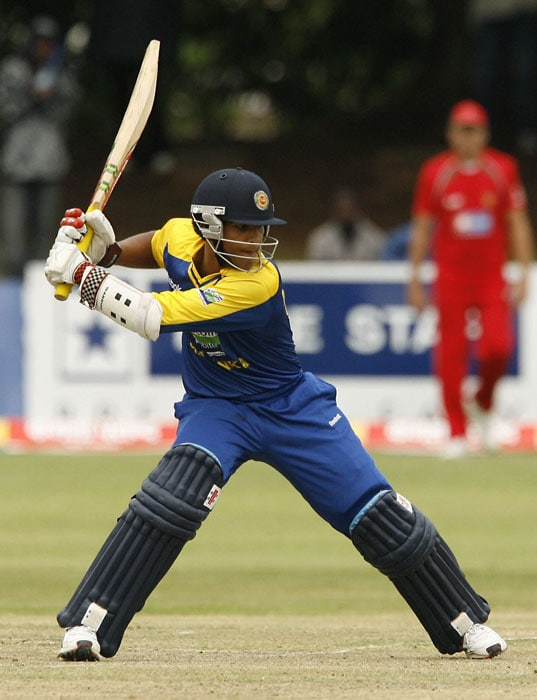 Sri Lankan batsman Dinesh Chandimal plays a shot during the first innings. Sri Lanka won the toss and chose to field first. (AFP PHOTO)