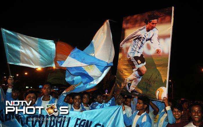 "Many sported the sky blue and white jerseys of the Argentine team, and carried flags of the Latin American side. Wild cheers of ""Messi, Messi"" were heard constantly."